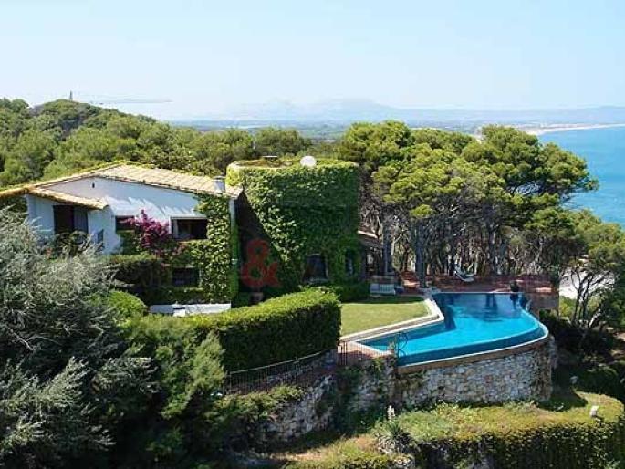 Attraits de la costa brava location espagne villa for Villa espagne piscine